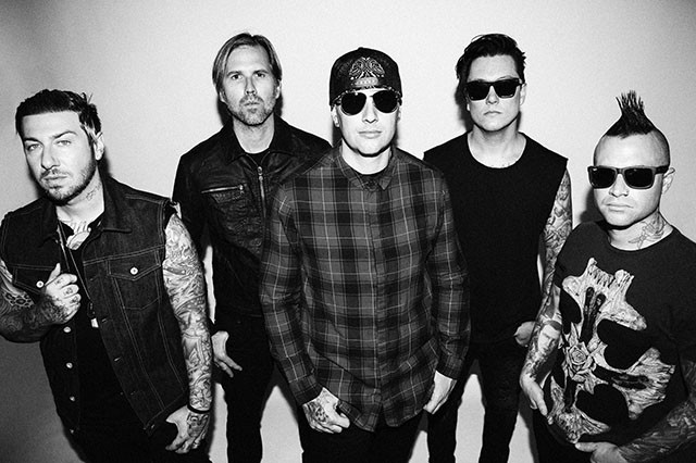 Avenged Sevenfold publie une version acoustique live de So Far Away au Grammy Museum