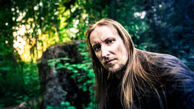 Jari Mäenpää de Wintersun teste plusieurs micros de guitare