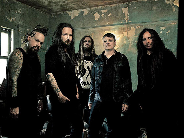 Korn poursuit son ex-batteur David Silveria en justice