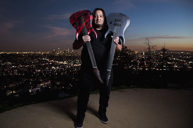 Le guitariste Dino Cazares (Fear Factory) en featuring avec Kaosis