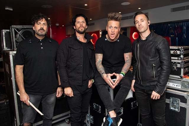 nouvelle-version-acoustique-de-come-around-par-papa-roach
