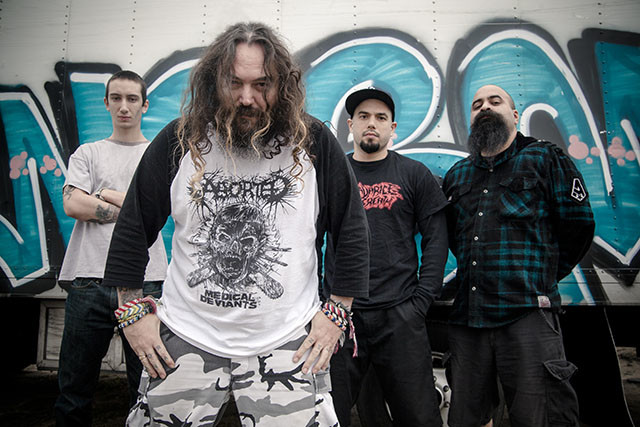 Soulfly sort un nouveau single intitulé Dead Behind The Eyes