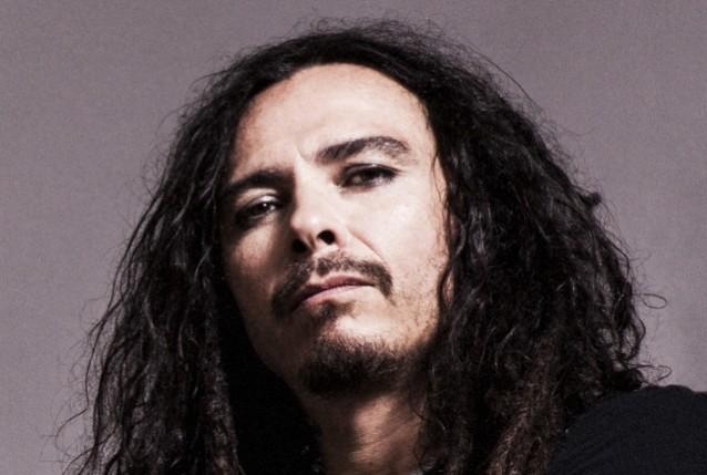 Munky, le guitariste de Korn, manquera une semaine de concerts lors de la tournée avec Alice In Chains