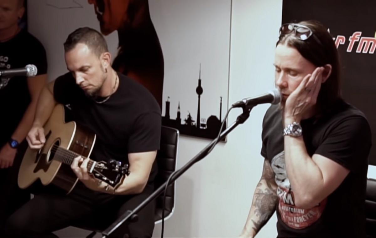 Alter Bridge joue un set acoustique pour Star FM