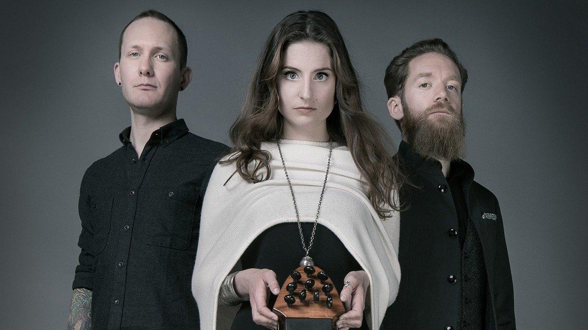 Le groupe de Folk Rock suisse Cellar Darling diffuse une lyric vidéo pour sa chanson Hang