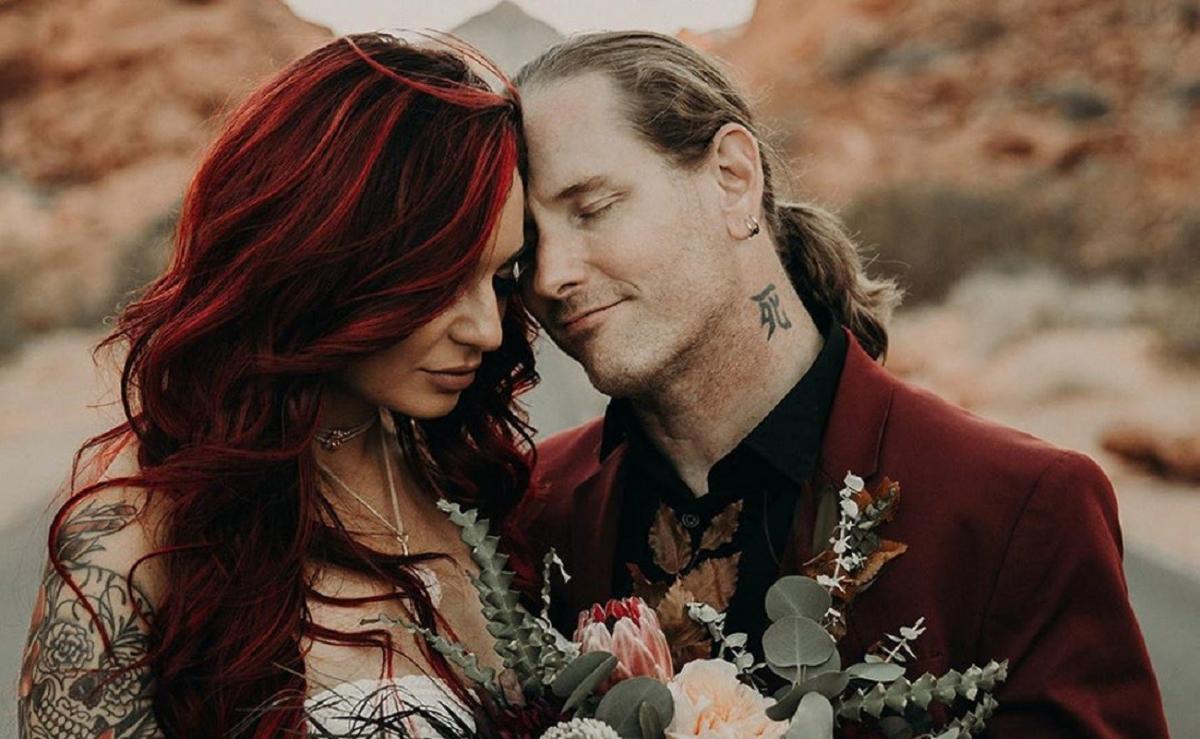Corey Taylor de Slipknot et Alicia Dove partagent des photos de leur mariage