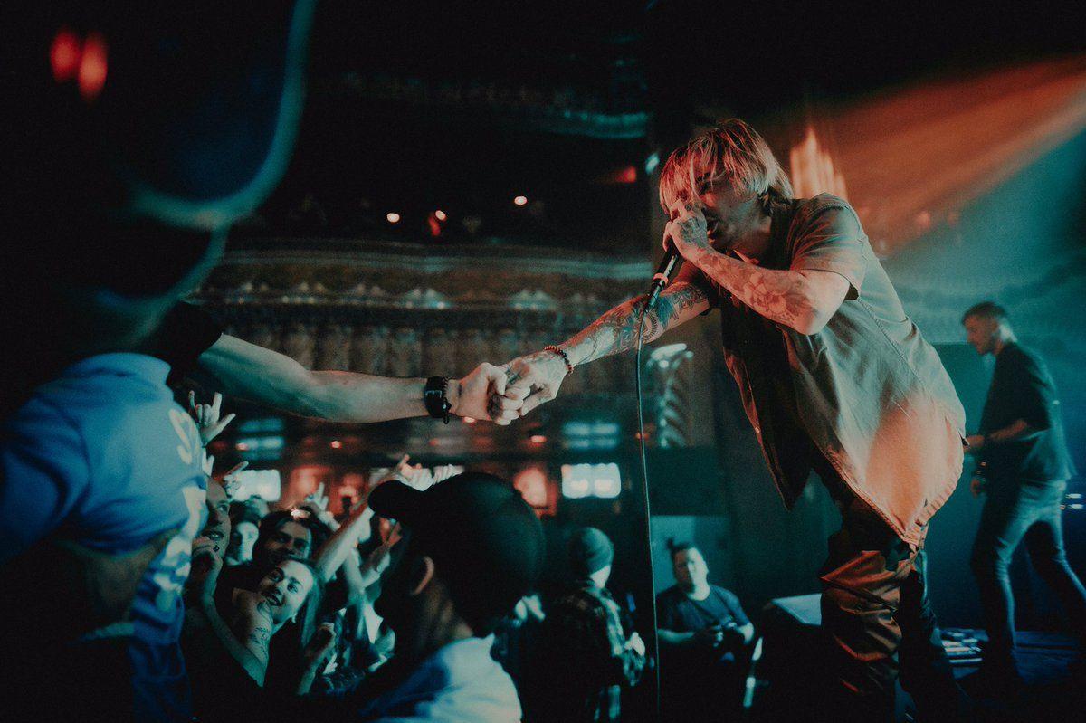 Le groupe de Metalcore américain Like Moths To Flames publie une nouvelle chanson intitulée Smoke And Mirrors