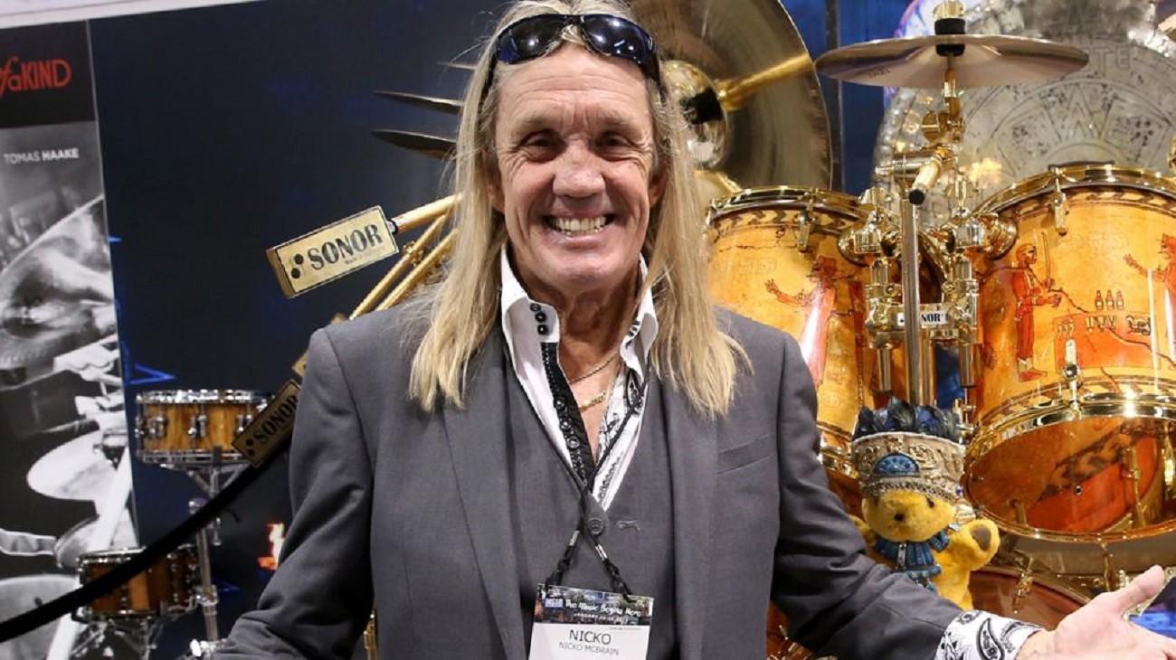 Nicko McBrain de Iron Maiden récupère bien de son problème de vertèbre