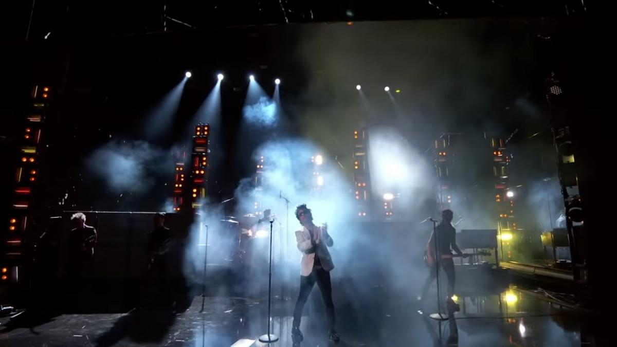 Regardez Green Day jouer aux American Music Awards
