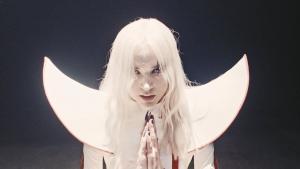 Poppy sort un nouveau single intitulé Bloodmoney