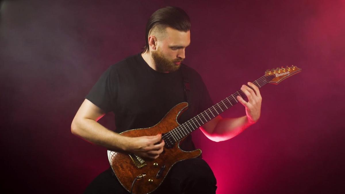 Shadow Of Intent partage un playthrough à la guitare pour Barren And Breathless Macrocosm