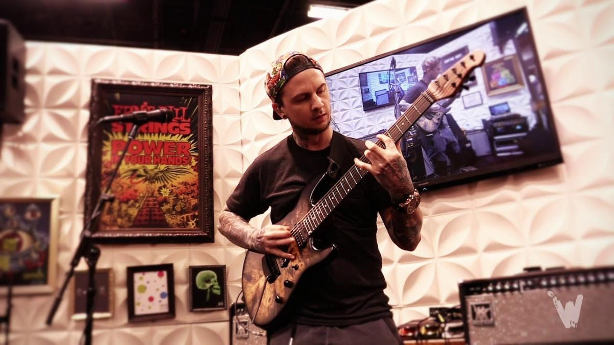 Le chanteur de All That Remains est content de travailler avec Jason Richardson