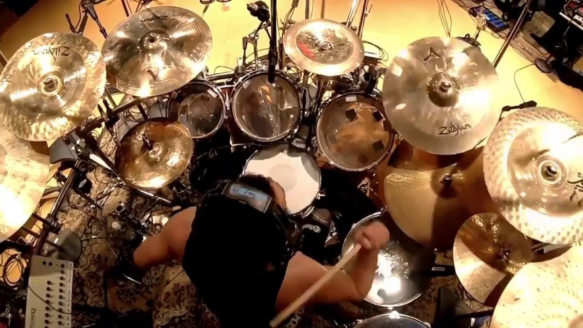 Regardez Jay Weinberg de Slipknot enregistrer Orphan à la batterie lors des sessions pour We Are Not Your Kind