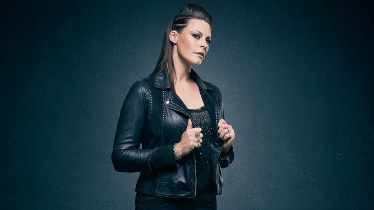 """Floor Jansen de Nightwish n'a pas essayé de copier les anciennes chanteuses du groupe : """"Dès le départ, j'ai apporté ma propre identité"""""""
