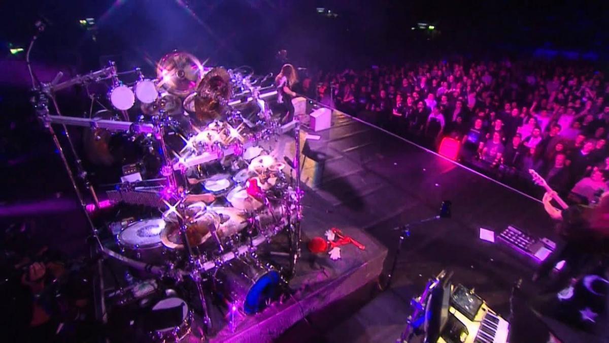 Dream Theater a observé un moment de silence en mémoire de Neil Peart