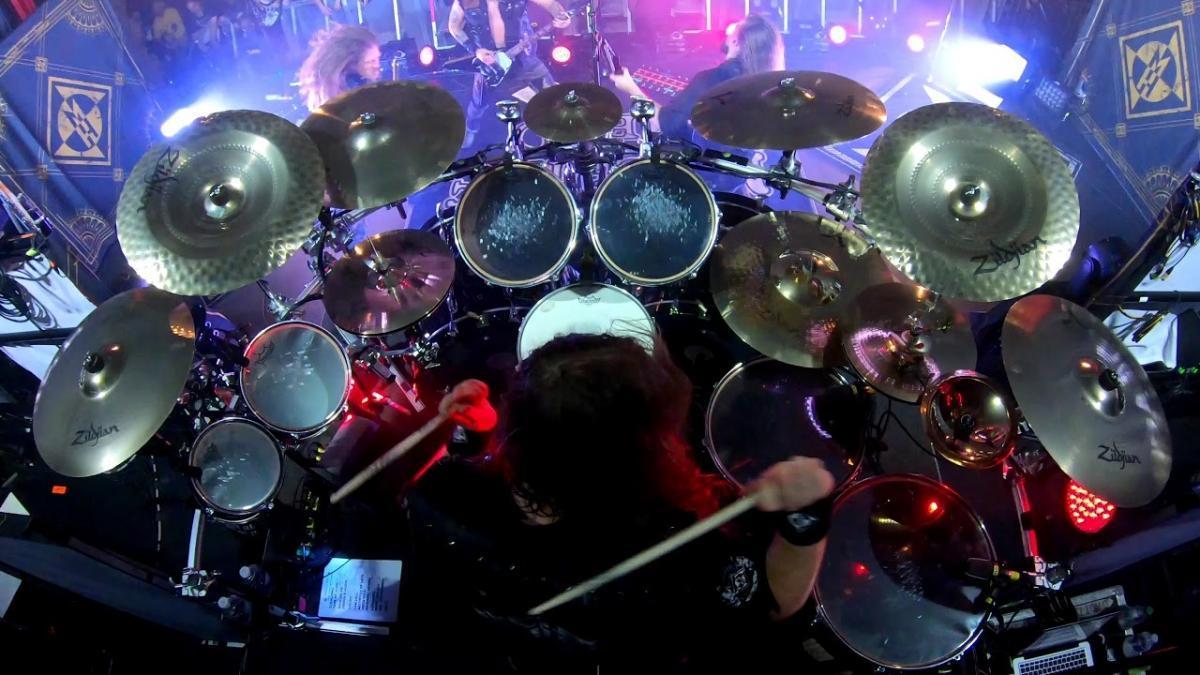 Regardez le batteur de Machine Head jouer From This Day en live