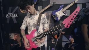 Regardez le guitariste de Veil Of Maya jouer du Metalcore bien technique au NAMM 2020