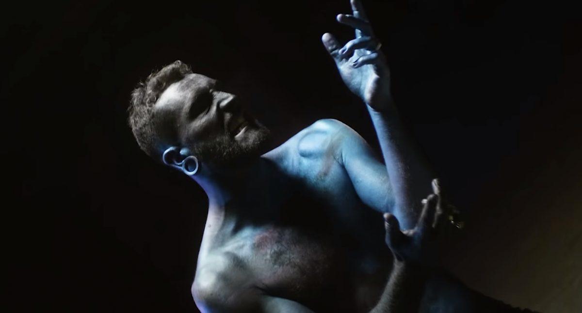 Novelists FR célèbre la sortie de C'est La Vie avec un clip vidéo pour Modern Slave