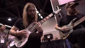 Les guitaristes de Rings Of Saturn jouent Godless Times en live au NAMM 2020