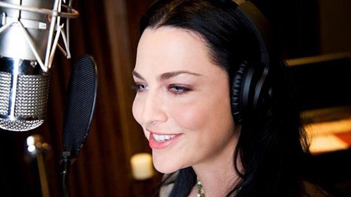 """Amy Lee déclare que la nouvelle musique de Evanescence contient """"beaucoup de guitares"""""""