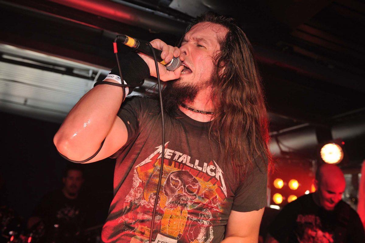 L'ancien chanteur de Anthrax plaide coupable d'avoir attaqué deux hommes âgés