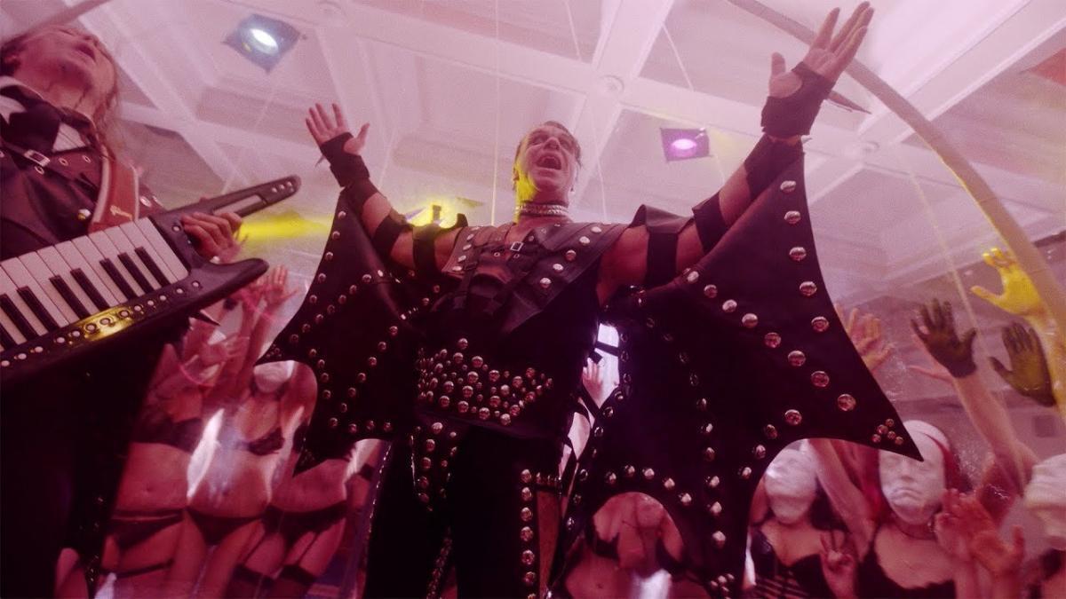 Lindemann sort un clip vidéo dérangeant pour Platz Eins
