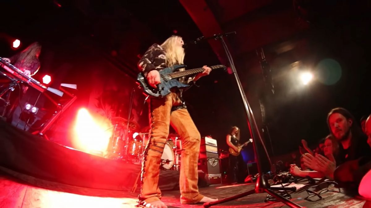 Marko Hietala de Nightwish reprend War Pigs de Black Sabbath en live !