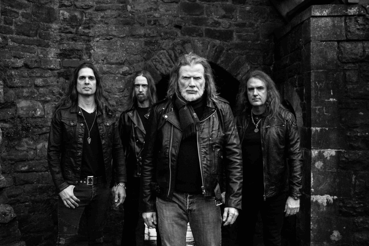 Il y a moins d'un mois, Megadeth se produisait dans cette salle de concert ; maintenant elle est transformée en hôpital de campagne