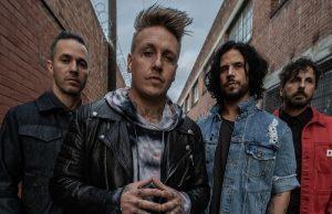 Le guitariste de Papa Roach sera absent lors de la tournée européenne du groupe de Rock, il s'est cassé 2 doigts