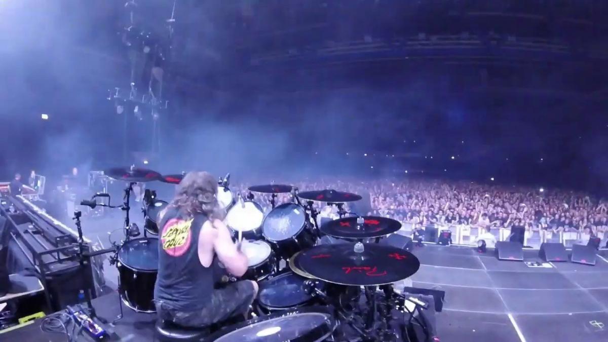 Regardez Paul Bostaph de Slayer jouer 2 chansons en live !