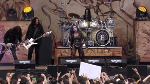 Regardez Arch Enemy jouer War Eternal au Resurrection Fest 2019