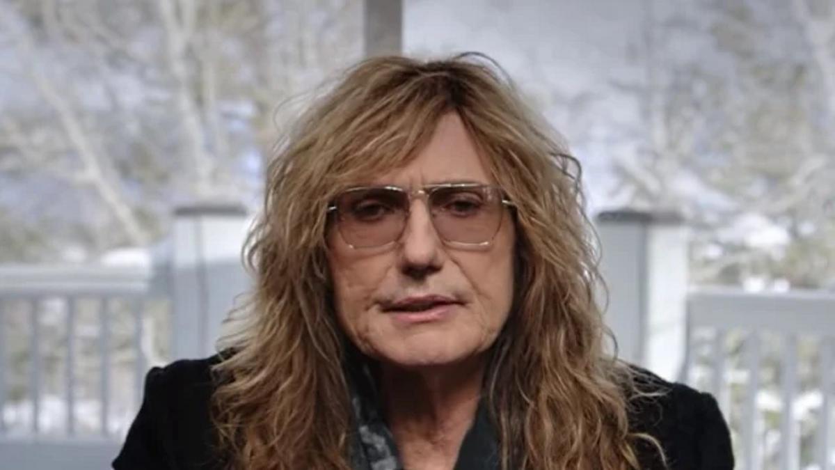 Whitesnake annule ses tournées, David Coverdale doit se faire opérer