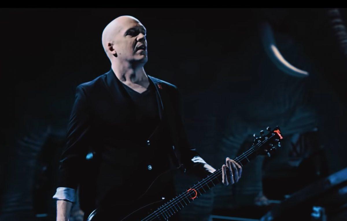 """Devin Townsend affirme qu'il est """"libérateur"""" de se produire sans backing tracks"""