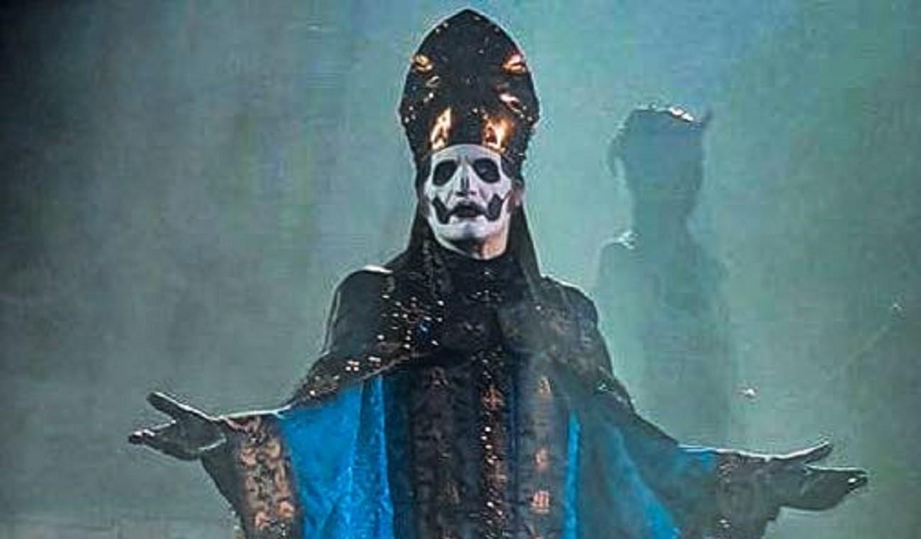 Ghost présente Papa Emeritus IV lors du dernier concert du cycle promotionnel pour Prequelle