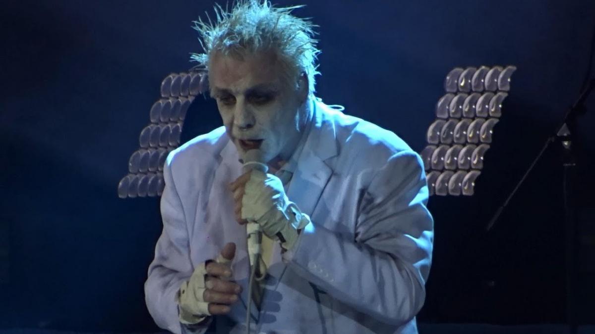 Regardez Lindemann jouer à Moscou !