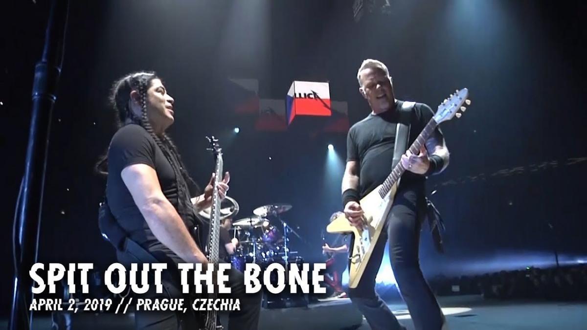 Metallica publie une vidéo live de Spit Out The Bone à Prague