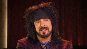 """Nikki Sixx de Mötley Crüe fustige les """"personnes irresponsables"""" qui n'agissent pas pour combattre le coronavirus"""