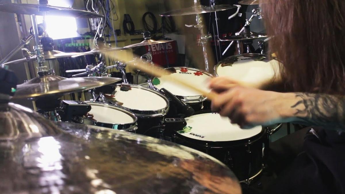 Take On Me de a-ha avec de la batterie Death Metal
