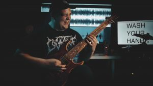 Drewsif sort une excellente reprise de Down With The Sickness de Disturbed