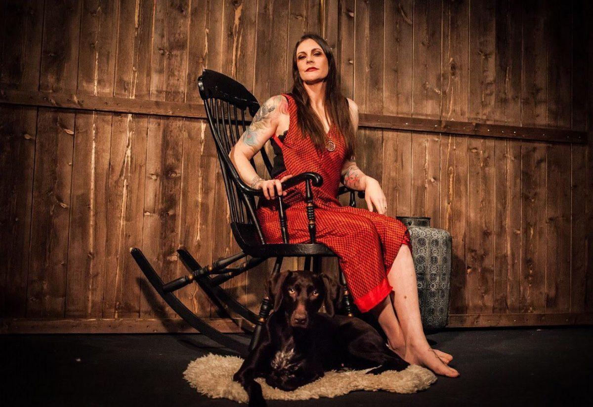 """Floor Jansen de Nightwish est """"surprise"""" par le manque de préparation des gouvernements face à la pandémie de COVID-19"""