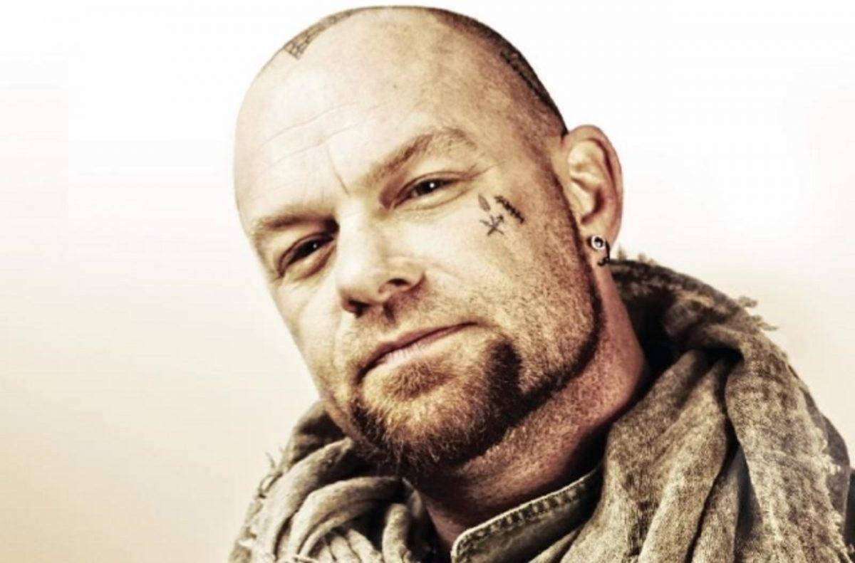 Le chanteur de Five Finger Death Punch va faire don de désinfectants pour les mains à des organisations caritatives pour les vétérans