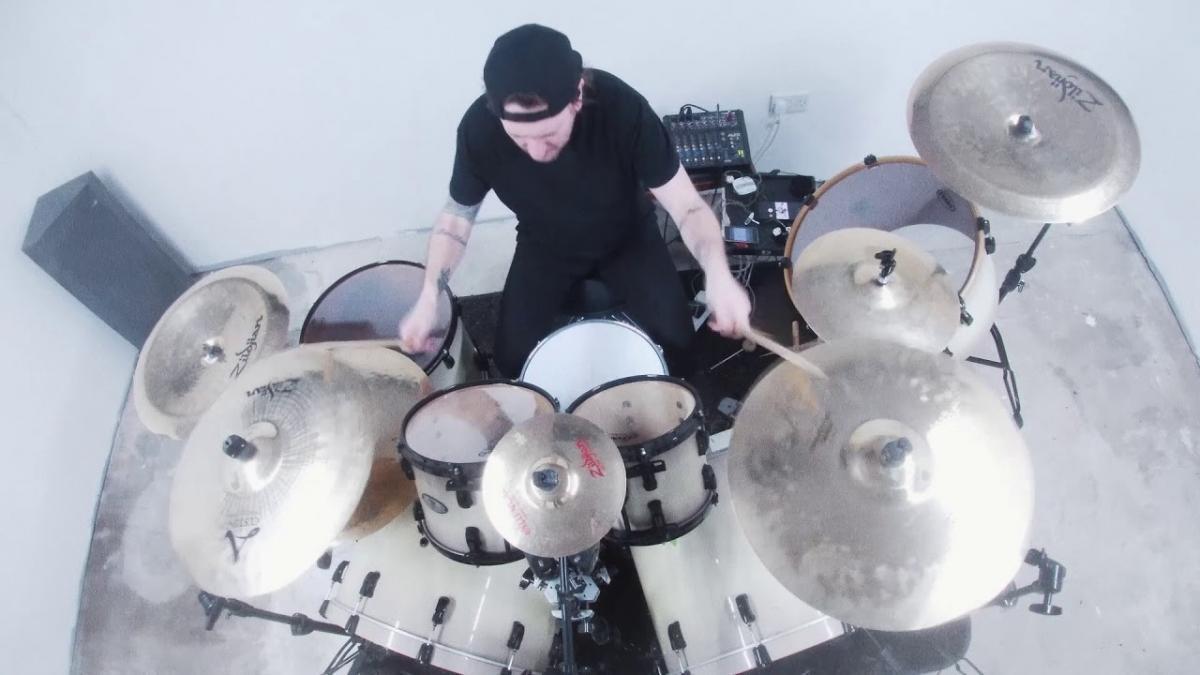 """Kill The Lights partage un playthrough de Shed My Skin avec Michael """"Moose"""" Thomas à la batterie"""