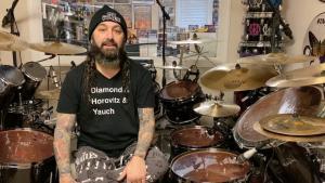 Mike Portnoy (Sons Of Apollo/ex-Dream Theater) recommande des albums Metal et des séries pour s'occuper