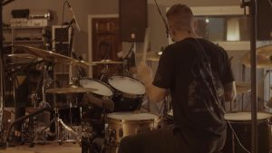 Regardez le batteur de Thy Art Is Murder dominer son kit !