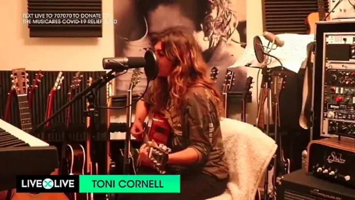 Regardez la fille de Chris Cornell jouer une reprise acoustique de Temple Of The Dog