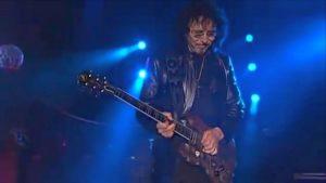 Tony Iommi de Black Sabbath a des tas de riffs pour de la nouvelle musique