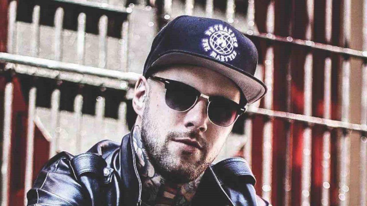 Le chanteur de Betraying The Martyrs parle des choses qu'il a apprises au cours de ses 10 années passées dans le groupe de Metal
