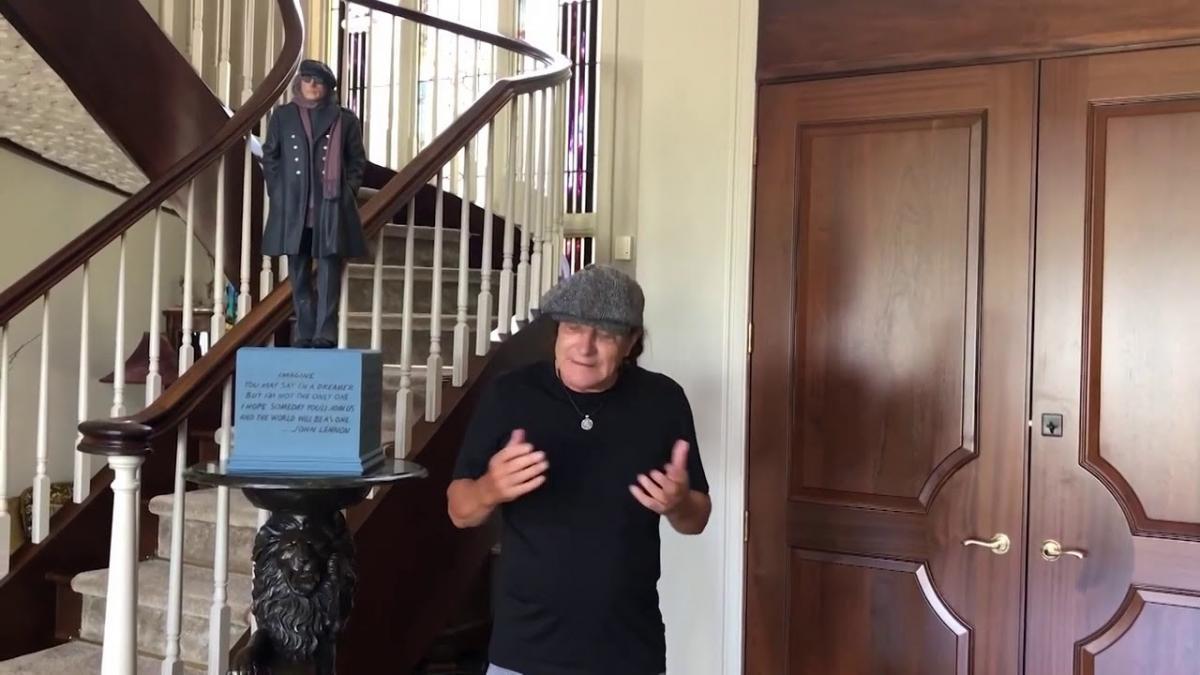 Brian Johnson de AC/DC livre un message aux fans au milieu de la pandémie de coronavirus
