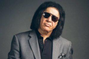 Gene Simmons de Kiss éduque ses fans sur le port du masque