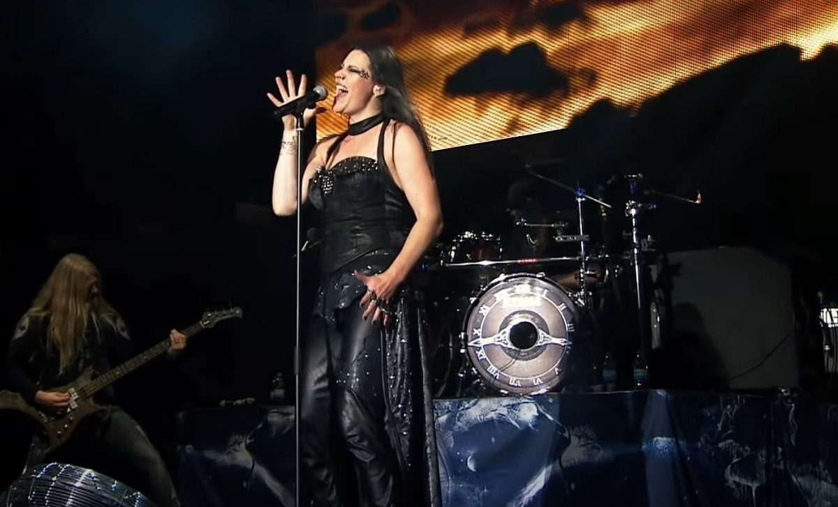 Regardez Nightwish jouer Ever Dream en live